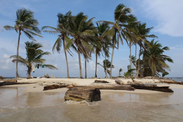 Castaway desert islands in San Blas